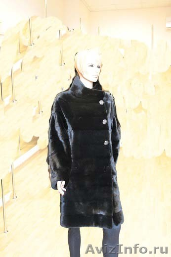 платье со знаком шанель